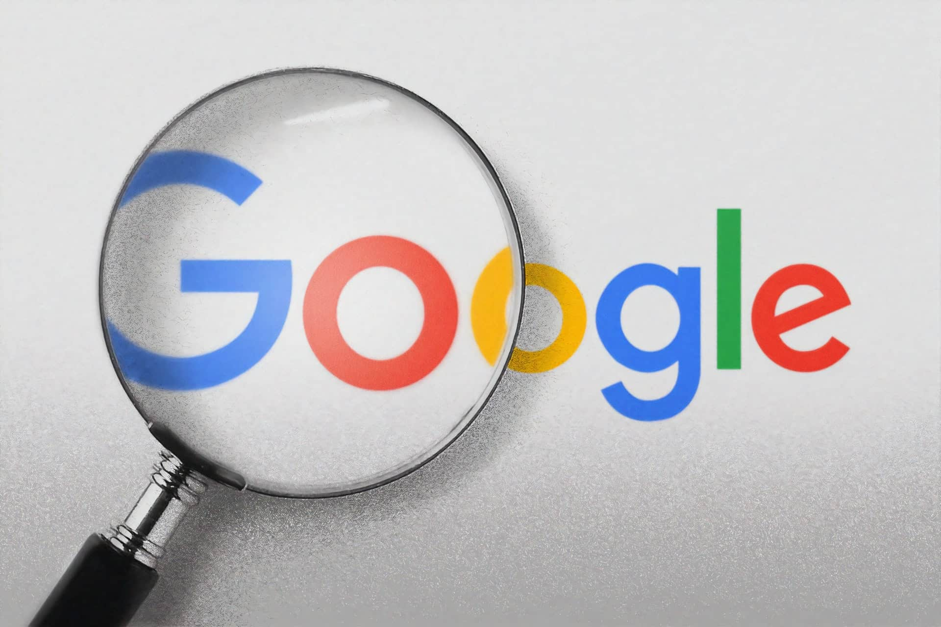 Google logo and magnifying glass