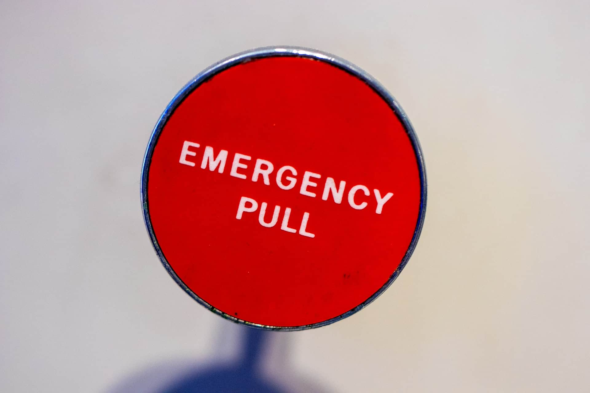 Emergency pull up close